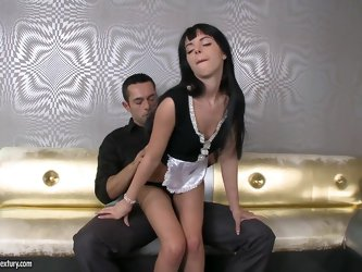 Jessyka Swan gives a blowjob and gets her...