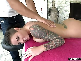 Christy Mack always brings her pussy back...