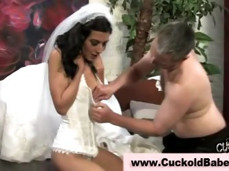 Sexy cuckold loving bride sucks...