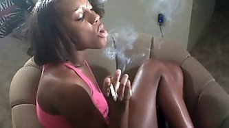 Ebony amateur ex girlfriend Kiki Smokes