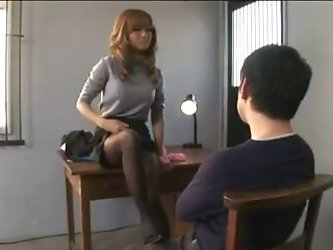 Japanese ballbusting and footjob