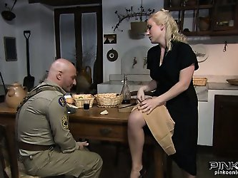 Blonde housewife gets her pussy eaten by a...