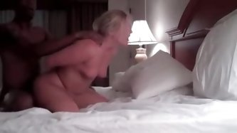Amazing mature woman fucking with her...